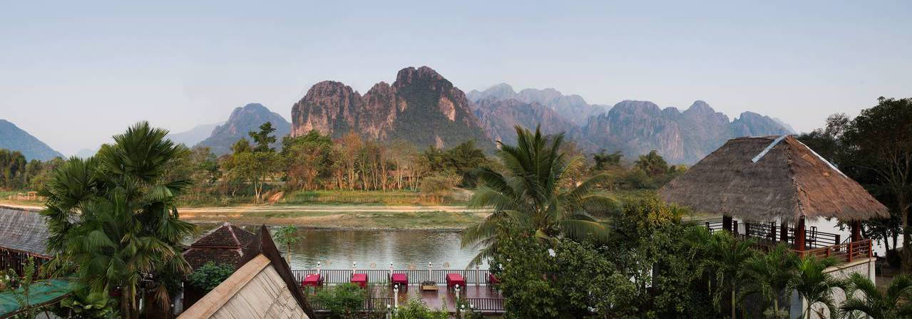 The elephant crossing hotel vang vieng lao for Domon river guesthouse vang vieng